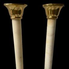 Antigüedades: ANTIGUA PAREJA DE CANDELABROS ORIGINALES NAPOLEÓN III, IMPERIO. MÁRMOL CARRARA. XIX.. Lote 283056998