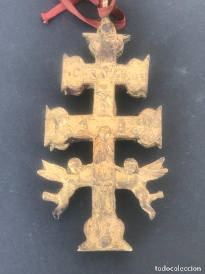 Antigüedades: GRAN CRUZ DE CARAVACA DE BRONCE Y TELA PRINCIPIOS SIGLO XX. - Foto 3 - 283129463