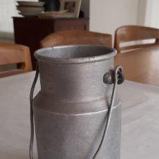 Antigüedades: ANTIGUA LECHERA ALUMINIO. Lote 283192588