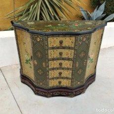 Antigüedades: ANTIGUO APARADOR CHINO CON CAJONES Y PUERTAS, PINTADO AMA MANO, PRECIOSOS COLORES.. Lote 283234923