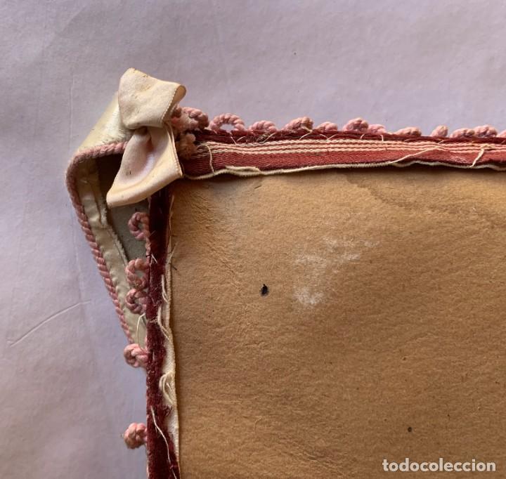 Antigüedades: BONITO PORTAFOTOS , PORTACARTAS , PORTADOCUMENTO CON BORDADOS ARTESANALES Y TERCIOPELO . - Foto 12 - 283273528