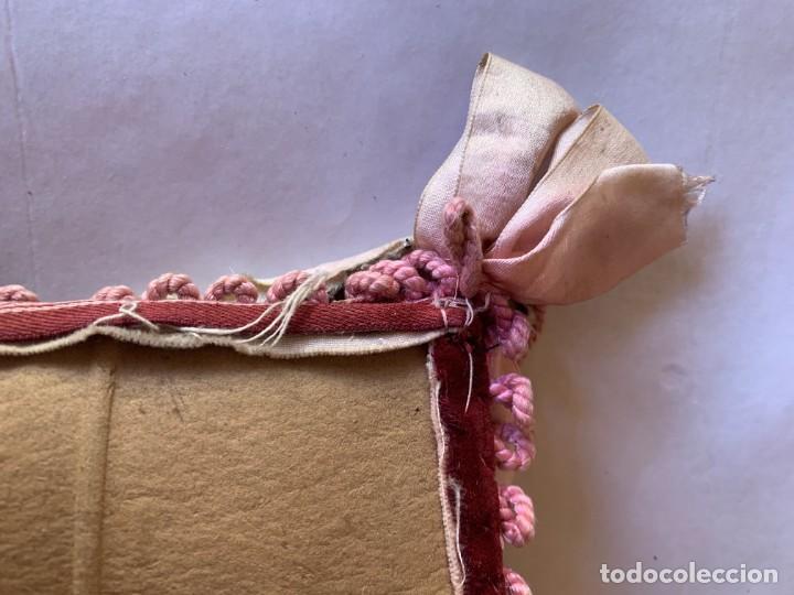 Antigüedades: BONITO PORTAFOTOS , PORTACARTAS , PORTADOCUMENTO CON BORDADOS ARTESANALES Y TERCIOPELO . - Foto 13 - 283273528