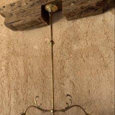 Antigüedades: ANTIGUA LAMPARA DE BRONCE LATON DE DOS LUCES . CON DOS TULIPAS DE CRISTAL . ELECTRIFICADA .. Lote 283281963