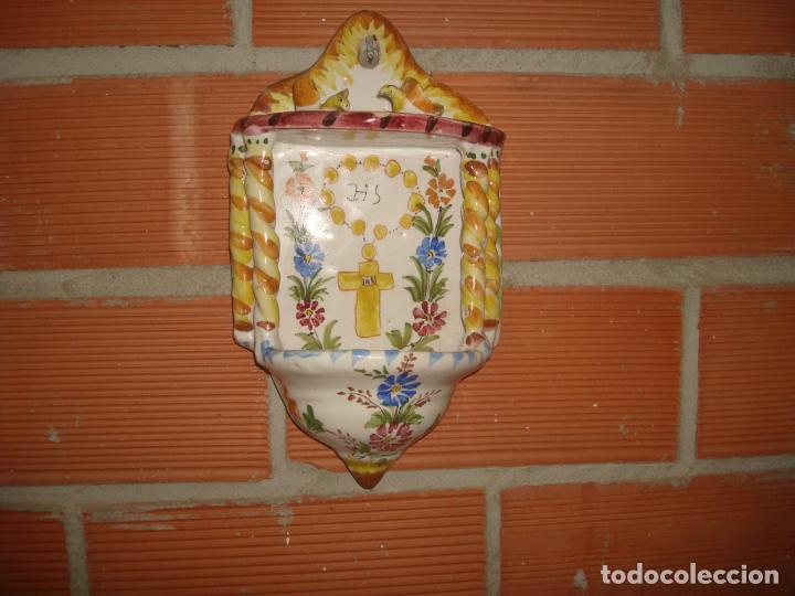 ANTIGUA BENDITERA LARIO MURCIA PINTADA A MANO (Antigüedades - Porcelanas y Cerámicas - Lario)
