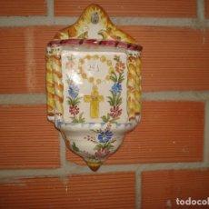 Antigüedades: ANTIGUA BENDITERA LARIO MURCIA PINTADA A MANO. Lote 283461213
