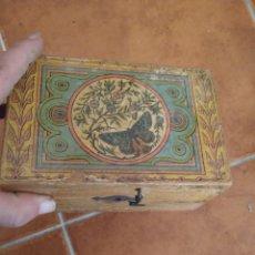 Antigüedades: ANTIGUA CAJA DE MADERA CON CIERRE EN GANCHO. Lote 283651348