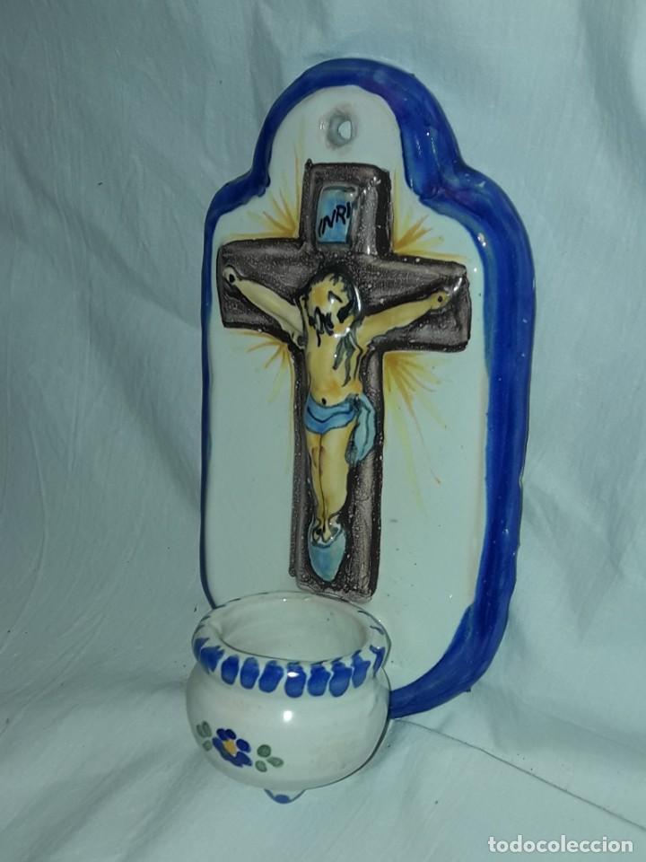 Antigüedades: Bella benditera de cerámica cristo crucificado 20cm - Foto 3 - 283843568