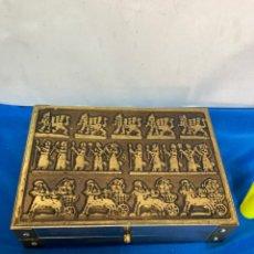 Antigüedades: JOYERO DE METAL , DECORADO CON SÍMBOLOS SUMERIOS, ANTIGUA. Lote 283876783