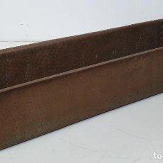 Antigüedades: GRAN MACETERO, JARDINERA DE COBRE - LARGO 100 CM - FONDO - 31 CM - ALTURA 28 - PESO 21 KG. Lote 283937038