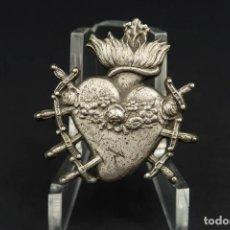 Antiquités: ANTIGUO COLGANTE SAGRADO CORAZÓN DE PLATA. Lote 284023208