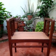 Antigüedades: BANQUETA DE MADERA RESTAURADA. Lote 284217543