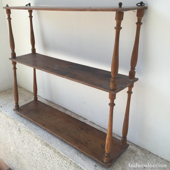 Antigüedades: Delicada estantería o librería de pared para colgar. probablemente finales del siglo XIX - Vintage - Foto 2 - 284497268