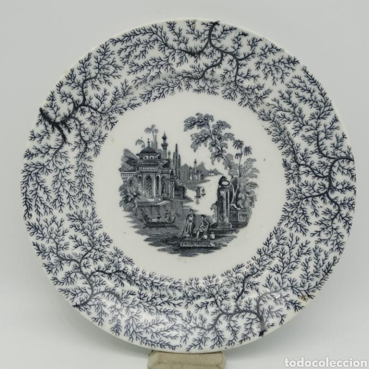 PLATO HONDO PICKMAN, CARTUJA DE SEVILLA, ESCENA ORIENTAL Y ENRAMADO, SELLO DE AÑOS 1880 A 1910 (Antigüedades - Porcelanas y Cerámicas - La Cartuja Pickman)