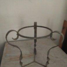 Antigüedades: MACETERO ANTIGUO DE HIERRO. Lote 284620048