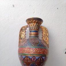 Antigüedades: JARRÓN DE ESTILO NEONAZARÍ. PICKMAN SEVILLA. CHINA OPACA MEDALLA DE ORO. Lote 284644683