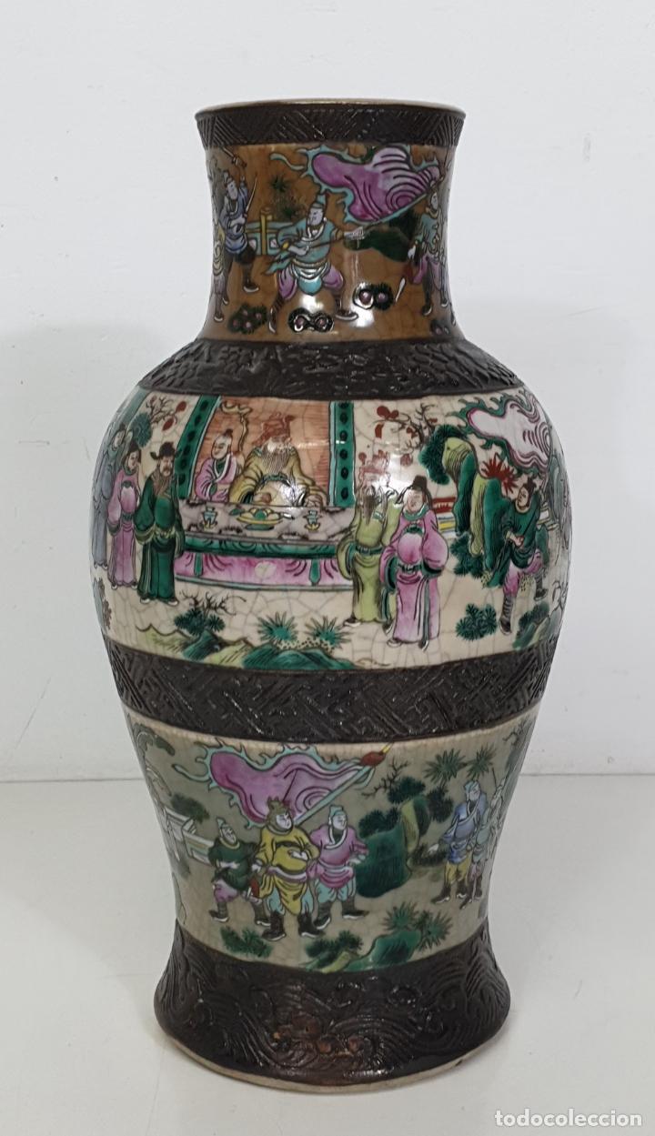 Antigüedades: Antiguo Jarrón en Porcelana China - Canton- Decorado en Craquele y Personajes - Finales S. XIX - Foto 2 - 284714318