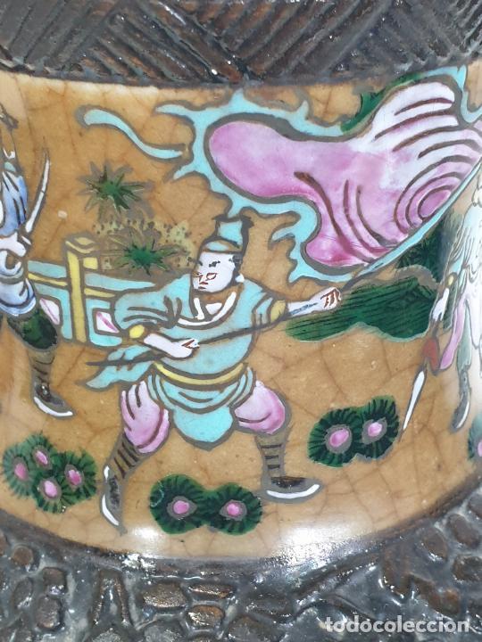 Antigüedades: Antiguo Jarrón en Porcelana China - Canton- Decorado en Craquele y Personajes - Finales S. XIX - Foto 4 - 284714318