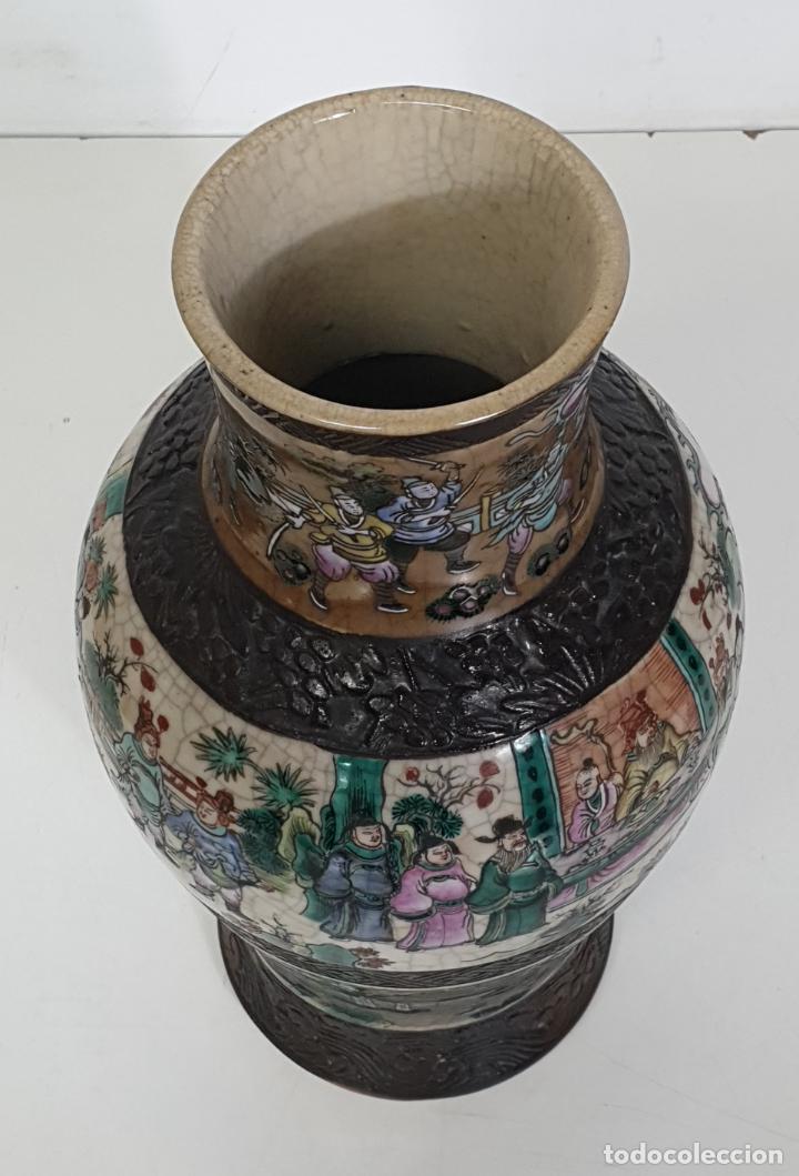 Antigüedades: Antiguo Jarrón en Porcelana China - Canton- Decorado en Craquele y Personajes - Finales S. XIX - Foto 6 - 284714318