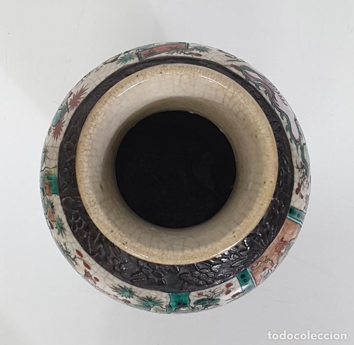 Antigüedades: Antiguo Jarrón en Porcelana China - Canton- Decorado en Craquele y Personajes - Finales S. XIX - Foto 7 - 284714318