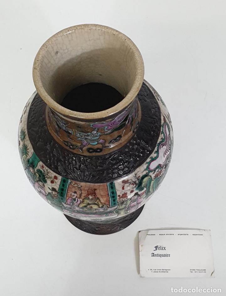 Antigüedades: Antiguo Jarrón en Porcelana China - Canton- Decorado en Craquele y Personajes - Finales S. XIX - Foto 8 - 284714318