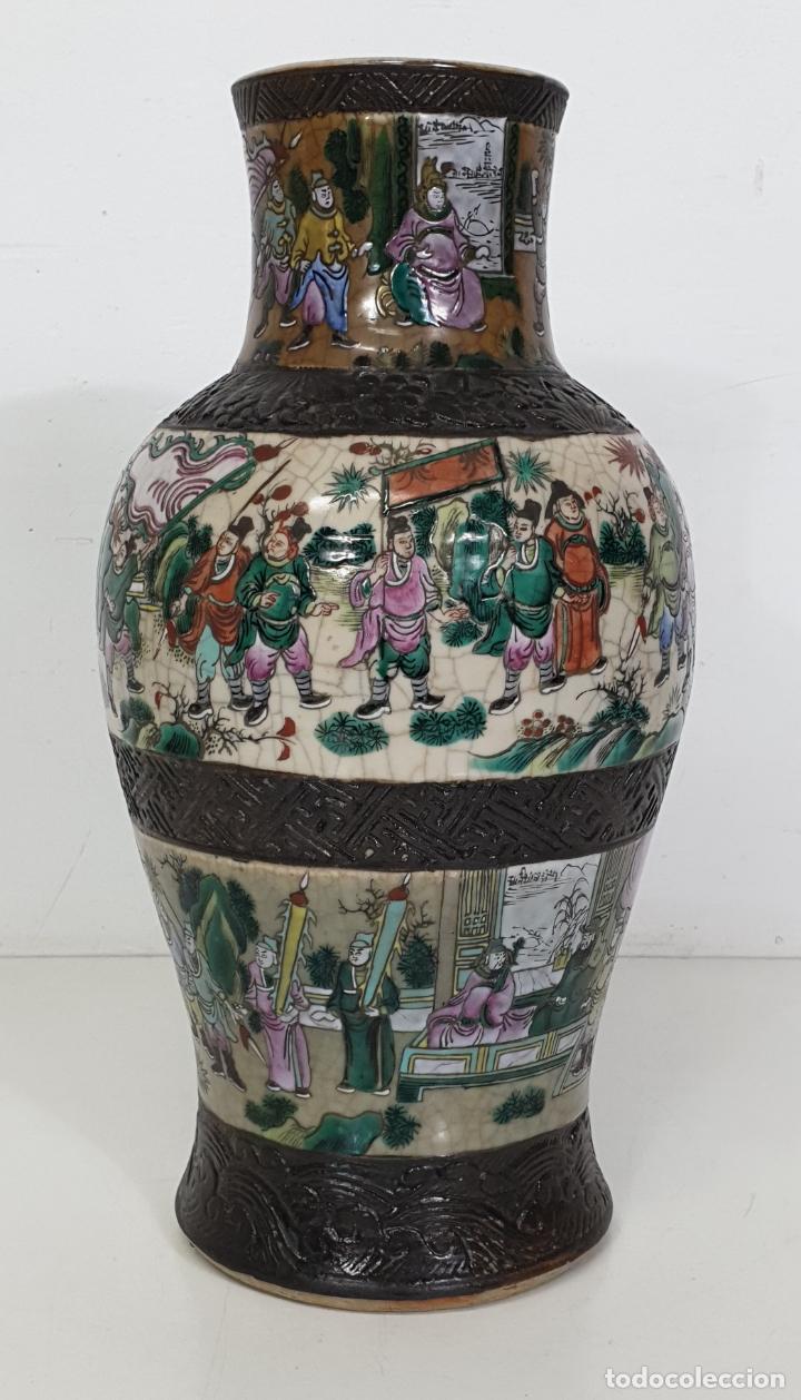 Antigüedades: Antiguo Jarrón en Porcelana China - Canton- Decorado en Craquele y Personajes - Finales S. XIX - Foto 13 - 284714318