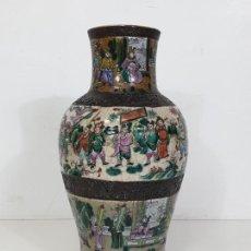 Antigüedades: ANTIGUO JARRÓN EN PORCELANA CHINA - CANTON- DECORADO EN CRAQUELE Y PERSONAJES - FINALES S. XIX. Lote 284714318