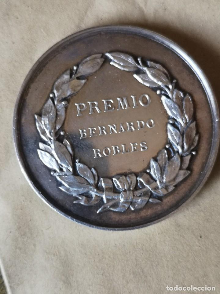 MEDALLA PLATA PREMIO BERNARDO ROBLES (Antigüedades - Religiosas - Medallas Antiguas)