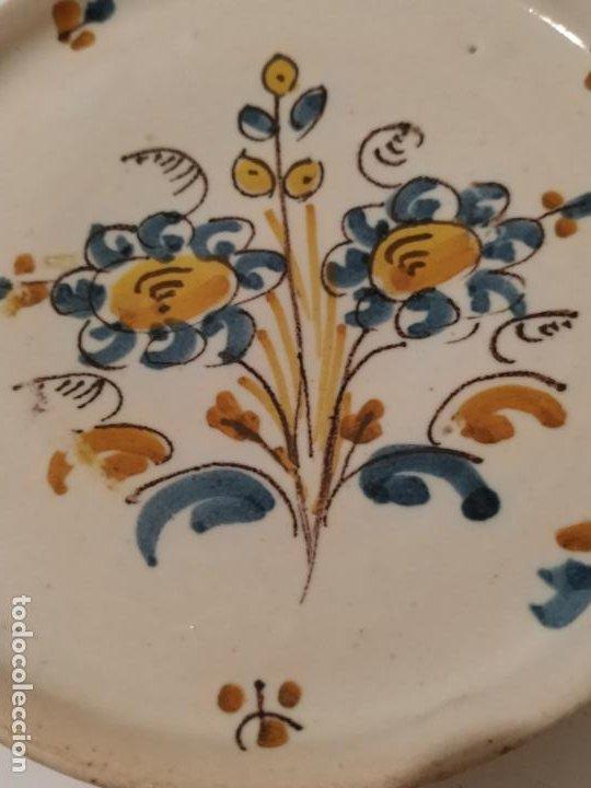 Antigüedades: Plato cerámica Puente del Arzobispo (Toledo) con ramo S. XIX - Foto 2 - 284741368