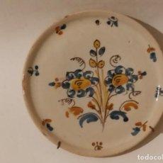 Antigüedades: PLATO CERÁMICA PUENTE DEL ARZOBISPO (TOLEDO) CON RAMO S. XIX. Lote 284741368