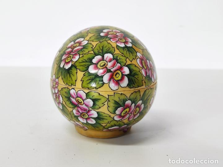 Antigüedades: Antigua Cajita en forma de Huevo - Porcelana de Biscuit - con Bonita Decoración - S. XIX - Foto 2 - 284776473