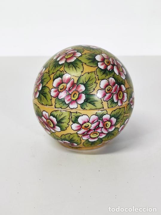 Antigüedades: Antigua Cajita en forma de Huevo - Porcelana de Biscuit - con Bonita Decoración - S. XIX - Foto 3 - 284776473
