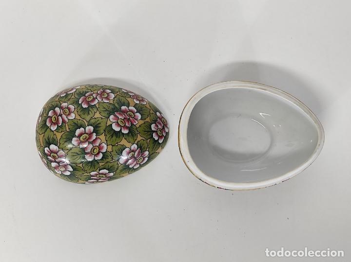 Antigüedades: Antigua Cajita en forma de Huevo - Porcelana de Biscuit - con Bonita Decoración - S. XIX - Foto 4 - 284776473