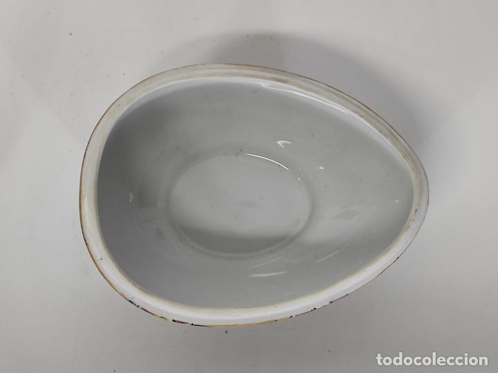 Antigüedades: Antigua Cajita en forma de Huevo - Porcelana de Biscuit - con Bonita Decoración - S. XIX - Foto 5 - 284776473