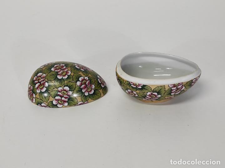 Antigüedades: Antigua Cajita en forma de Huevo - Porcelana de Biscuit - con Bonita Decoración - S. XIX - Foto 6 - 284776473
