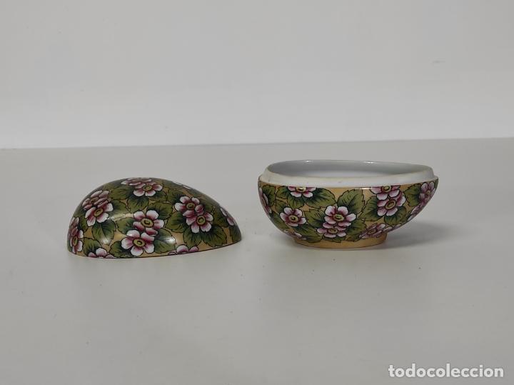 Antigüedades: Antigua Cajita en forma de Huevo - Porcelana de Biscuit - con Bonita Decoración - S. XIX - Foto 7 - 284776473