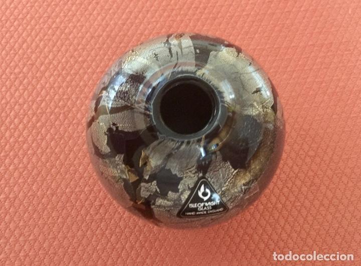 Antigüedades: JARRON FLORERO DE CRISTAL ISLE OF WIGHT GLASS HECHO A MANO - Foto 2 - 284795578