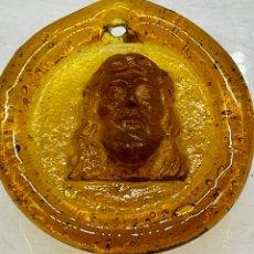 Antigüedades: ANTIGUO MEDALLÓN DE ÁMBAR. Lote 284808943