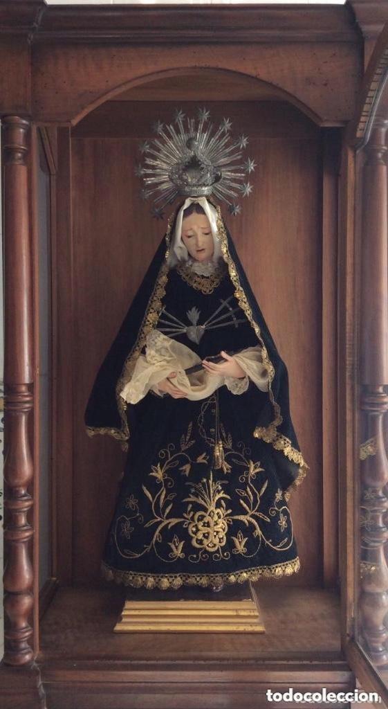 VIRGEN DOLOROSA CON URNA ,CAP I POTA, TALLA POLICROMADA ,VESTIDO Y MANTO BORDADO -SIGLO XIX-ALT 90CM (Antigüedades - Religiosas - Ornamentos Antiguos)