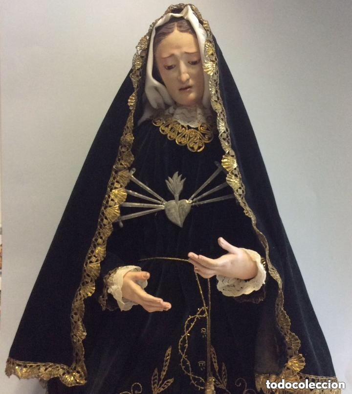Antigüedades: Virgen Dolorosa con Urna ,Cap i Pota, talla Policromada ,vestido y manto bordado -Siglo XIX-Alt 90cm - Foto 7 - 284838888