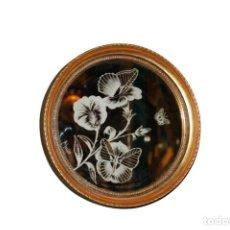 Antiquités: OLE SOBRE ESPEJO CON MARCO DE MADERA DORADO FIRMADO M SOCIAS. Lote 285044643