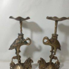 Antigüedades: PAR DE CANDELABROS DE VELA TORTUGA Y DRAGÓN DE COBRE Y LATÓN ORIGINAL CHINA SIGLO XIX. Lote 285054448