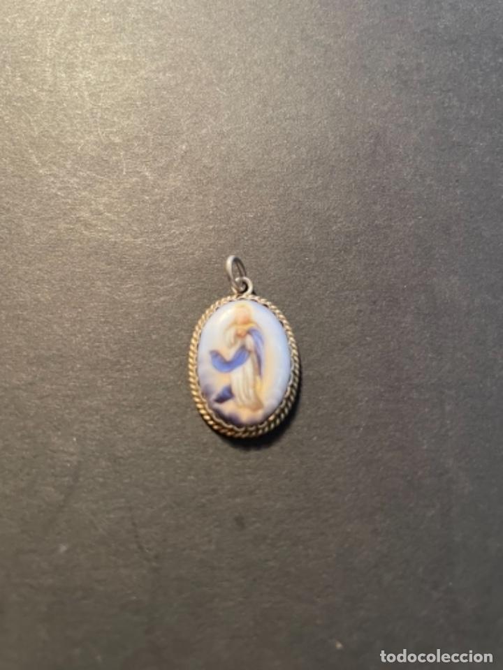 ANTIGUA MEDALLA S. XIX - PLATA Y PORCELANA - INMACULADA - 2,3X1,5 CM. DESGASTE DEL TIEMPO (Antigüedades - Religiosas - Medallas Antiguas)