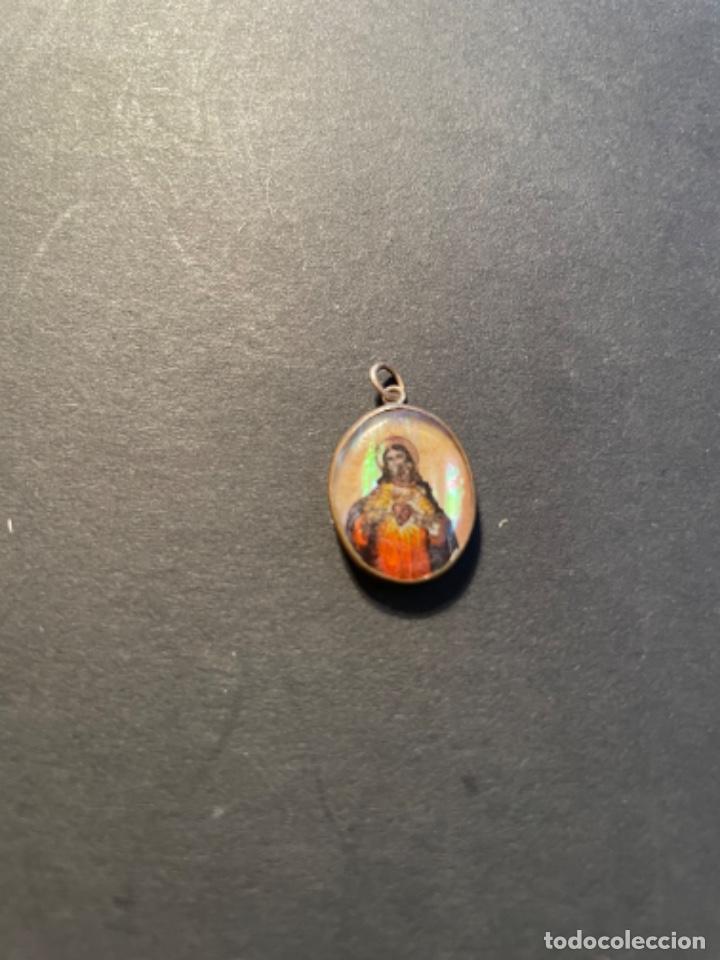 ANTIGUA MEDALLA S. XIX - PINTADA SOBRE NACAR - SAGRADO CORAZON 2X1,4 CM. (Antigüedades - Religiosas - Medallas Antiguas)