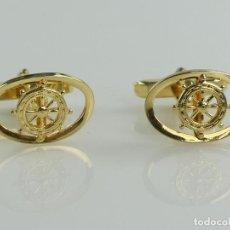 Antigüedades: PRECIOSO JUEGO DE GEMELOS COLOR DORADO FORMA DE TIMON. Lote 285075403