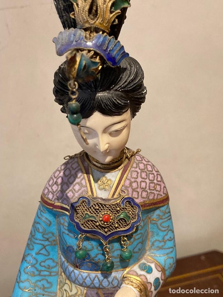 Antigüedades: Preciosa figura oriental de porcelana y esmalte cloissone - Foto 2 - 285147133