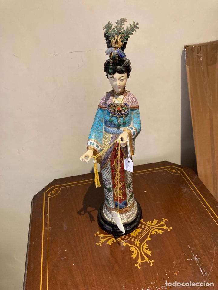 PRECIOSA FIGURA ORIENTAL DE PORCELANA Y ESMALTE CLOISSONE (Antigüedades - Porcelanas y Cerámicas - China)