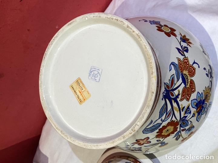 Antigüedades: Antiguo jarron de porcelana con motivos florales. Sellado . Grandes dimensiones - Foto 2 - 285219748
