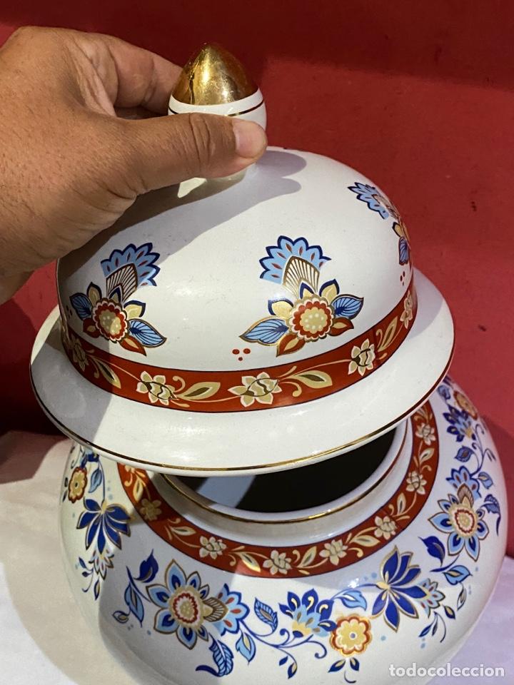 Antigüedades: Antiguo jarron de porcelana con motivos florales. Sellado . Grandes dimensiones - Foto 3 - 285219748