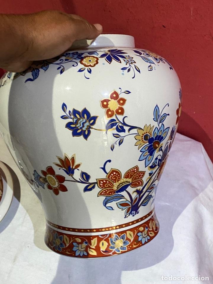 Antigüedades: Antiguo jarron de porcelana con motivos florales. Sellado . Grandes dimensiones - Foto 5 - 285219748