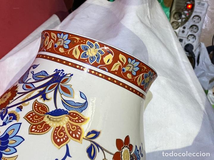 Antigüedades: Antiguo jarron de porcelana con motivos florales. Sellado . Grandes dimensiones - Foto 6 - 285219748